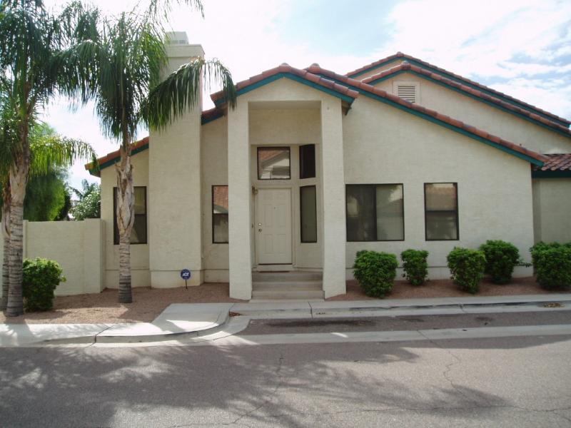 Front of Condo - Beautiful Condo in Gilbert, AZ - Lake Community - Gilbert - rentals