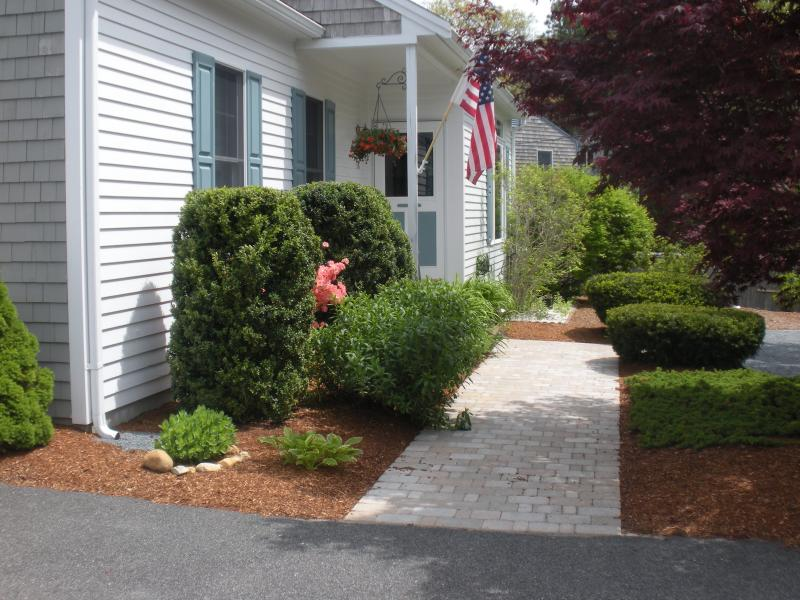 new paver walkway from driveway to front door - A/C, 3 hd tvs, Weber Grill, Canoe,fire pit 3 bath - East Harwich - rentals