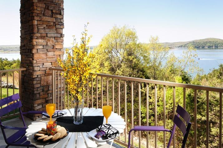 Breakfast to the sounds of the lake! - Luxury 2BR/BA Lakefront Condo: Amazing Fall Colors - Hollister - rentals