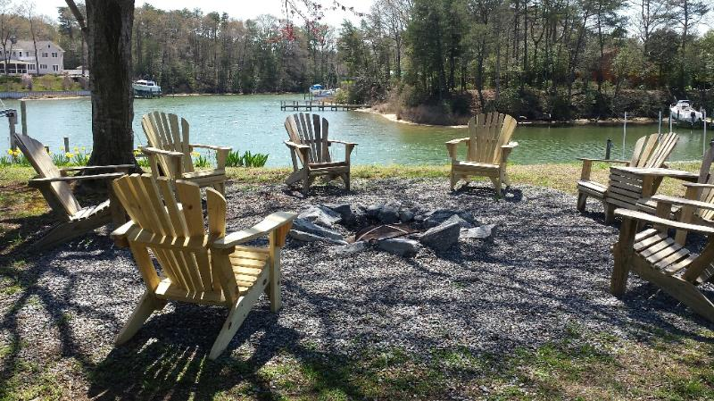 Firepit area seating for 10 - RELAXING QUAINT FARM HOUSE- RIVER RETREAT- FISHING & CRABBING ON SLOOP CREEK - Reedville - rentals
