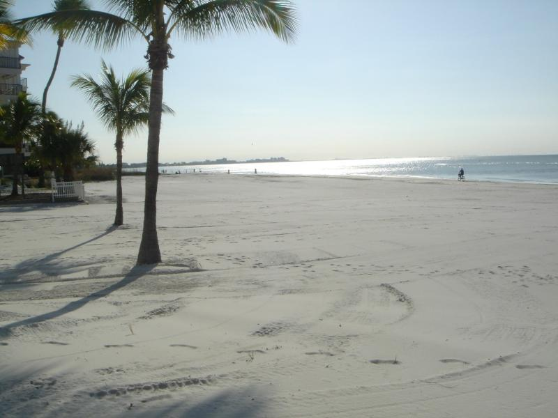 Beautiful Sandy Beach - BEACH BEAUTY WITH GULF VIEW - Fort Myers Beach - rentals