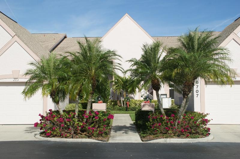 front entrance - Grab This Updated Condo at Tara Golf & CC!!! - Bradenton - rentals