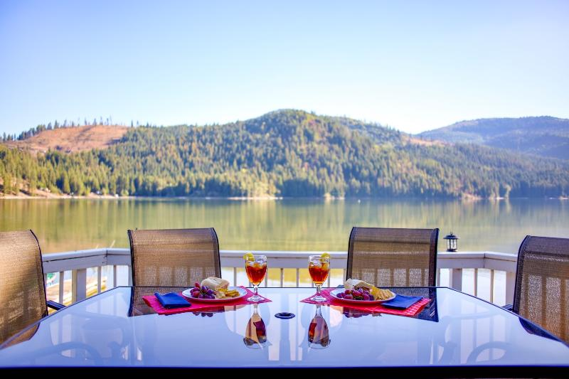 Enjoy a meal on the deck overlooking the lake! - Enjoy the Hot Tub Overlooking the Lake! - Rathdrum - rentals