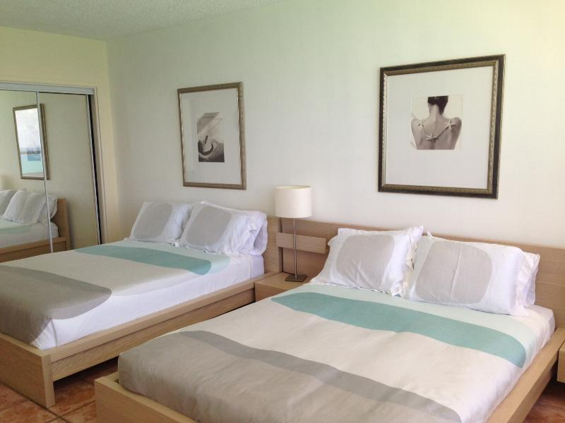Two Queen-Size Beds - Ocean View Studio 1701 - Miami - rentals