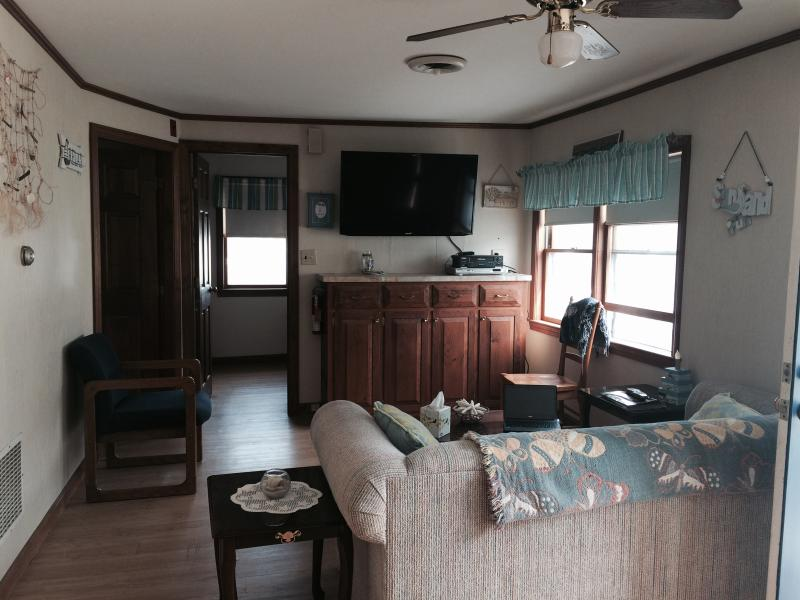 Relaxing open concept living room - Renovated 4 Brrm Cottage 1 block to beach! - Hampton - rentals
