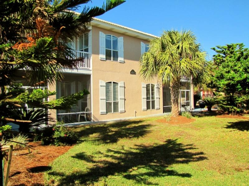 Scarlett - Bigger 3BR/3BA sleeps 9 in beds!  No sleepers but lots of room! - Scarlett*3BR3.5BA*Walk to the Beach*2 Living Areas - Destin - rentals