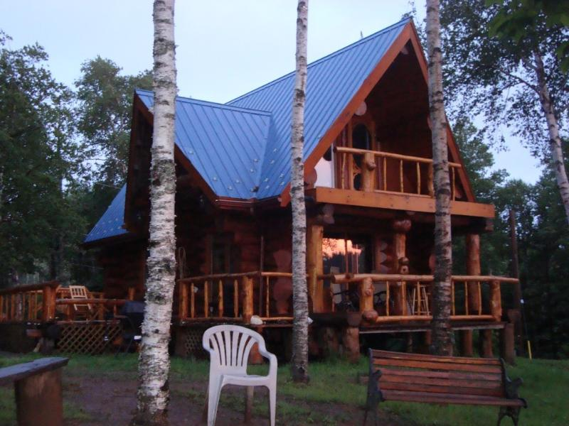 Front view of cottage - Seaside Real Log Cottage Rental - Parrsboro - rentals