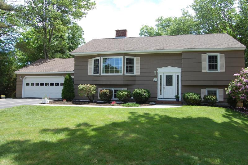 Best of both worlds, pool on site, beach nearby. - Image 1 - Kennebunk - rentals