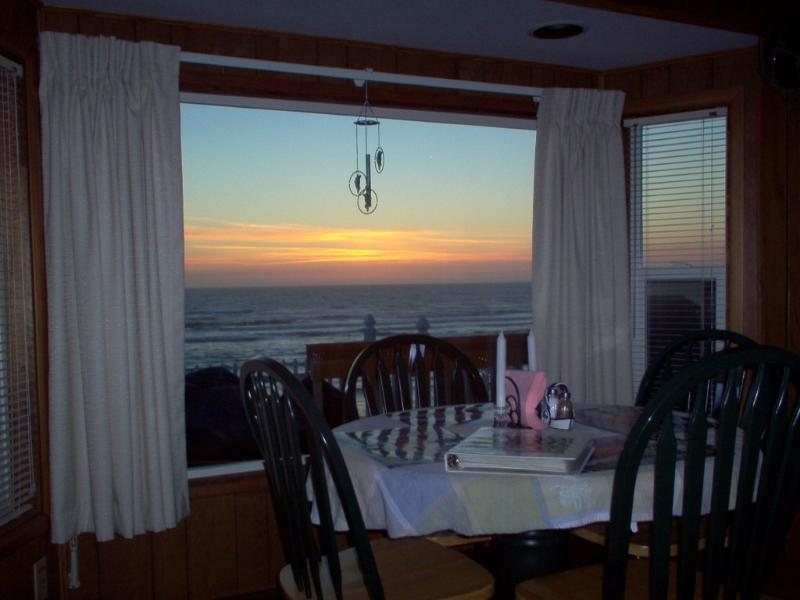 "enjoy a sunset over the ocean while dining - Newport's Oceanfront ""Coast House"" Free Wi Fi "" - Newport - rentals"