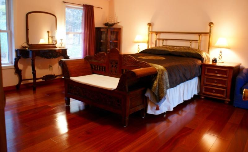 master bed - A romantic country cottage,woodstockgetawayhome - Bearsville - rentals