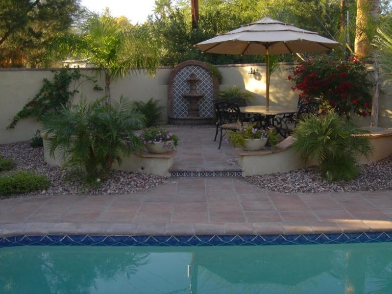 Gorgeous Outdoor Dining area w/ gas fire pit - Mediterranean Feel Throughout w/ Resort Backyard - Phoenix - rentals