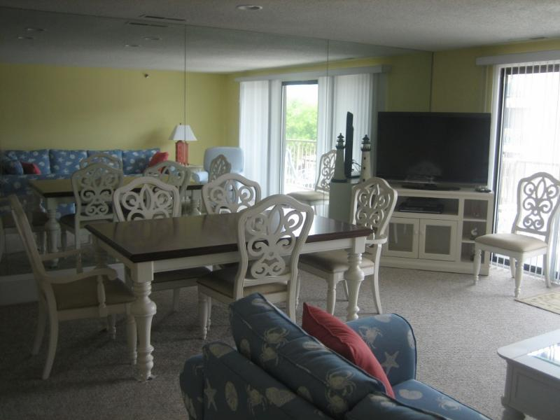 Living Room/Dining Room - Reach 4 the Beach! Regency Place, OCMD - Ocean City - rentals