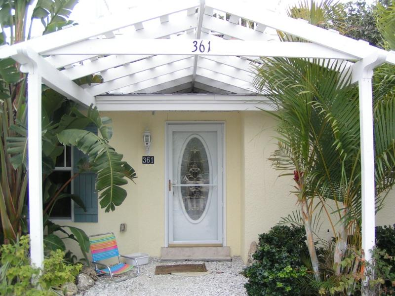 Front entrance - Charming, quiet, beach side cottage with garage. - Longboat Key - rentals