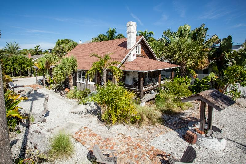 Vintage Cottage with old wishing well - Pass a Grille Beach FL Vintage Cottage - Saint Pete Beach - rentals