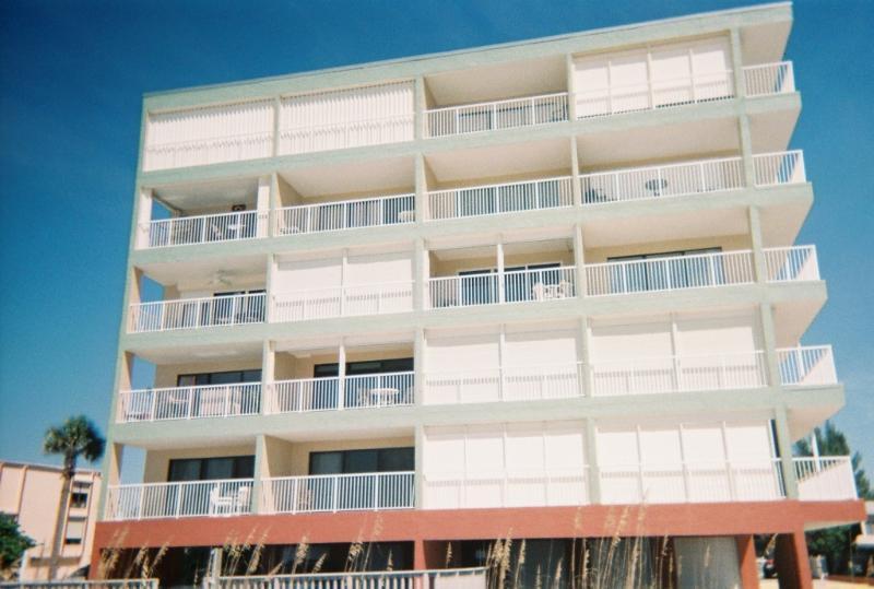 Condo Building - Couple's Retreat 1 Bedroom Indian Shores - Indian Shores - rentals