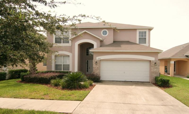 House front - Great Villa with 7 Bedrooms, a Pool, and is  3 miles to Disney - Kissimmee - rentals