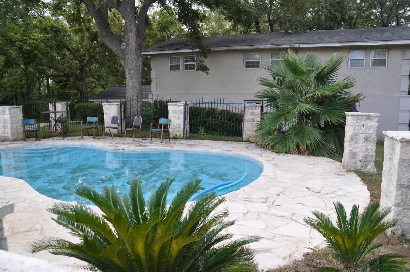 Vintage 4000sq, Pool, Boat - Image 1 - New Braunfels - rentals