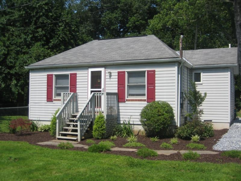 Front of Cottage - Cottage near Harrisburg Hershey Pet Friendly Creek - Mechanicsburg - rentals