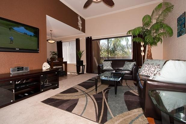 Living Room with Leather Sofas and Plasma TV - Old Town Pool View Condo  Wi-Fi, 3 Plasma TVs, GYM - Scottsdale - rentals