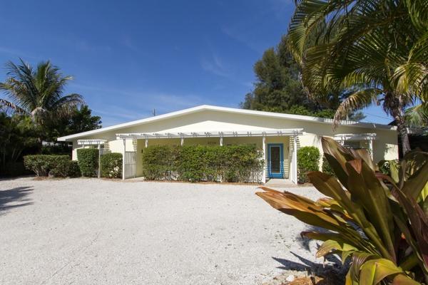 Gulf Sound - Gulf Sound Tri-Plex - Steps to the beach! - Holmes Beach - rentals