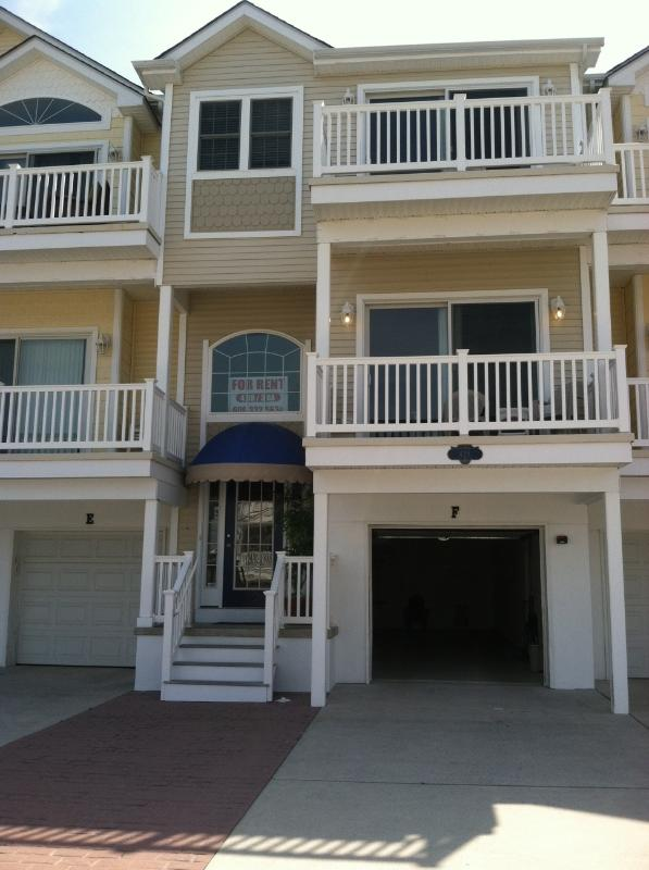Front view - Beach Block 4 BR/ 2.5 Bath Townhouse - OCEANVIEW - Wildwood - rentals