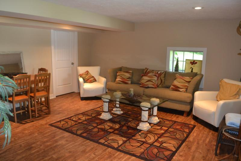 Spacious Lower Level Rec Room ~ - CHARMING LAKE FRONT COTTAGE - 3B/2B 15 MIN FROM GR - Rockford - rentals