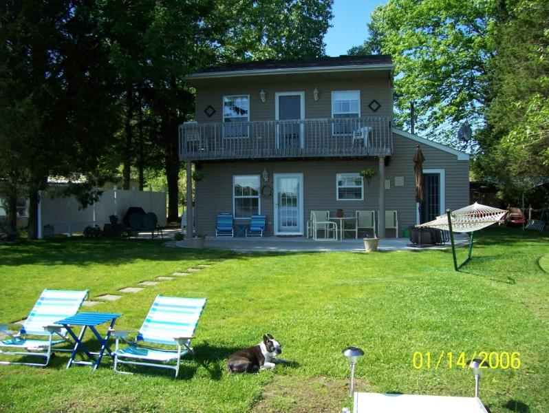 Lake side - Front - Private lakefront home - Onsted - rentals