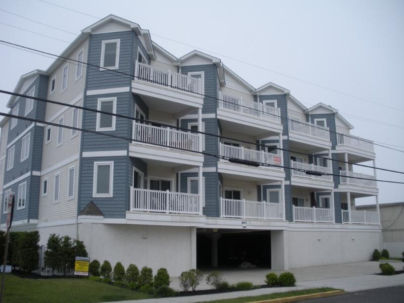 Condo building - 3 bedroom 2 bath Condo with Pool; 1 Block to Beach - Wildwood Crest - rentals