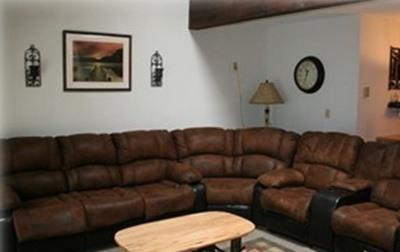 Sectional with very comfortable queen sleeper - SLOPE SIDE / TRUE SKI IN - SKI OUT /Steps to Slope - Stroudsburg - rentals