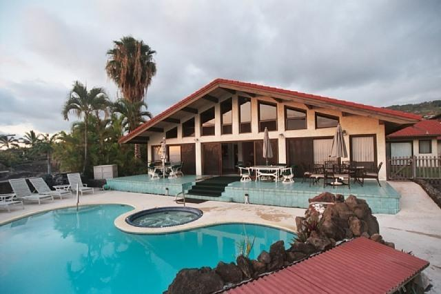 Backyard, pool, jacuzzi - 17 bed oceanview estate family home pool & jacuzzi - Kailua-Kona - rentals