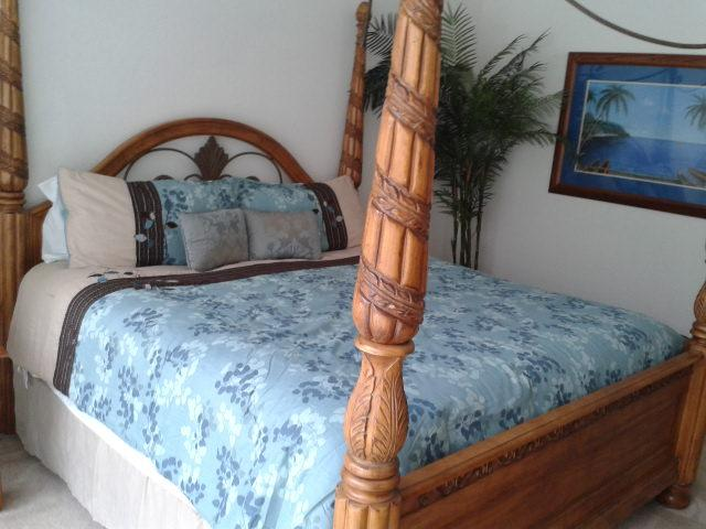 Master bedroom downstairs - Large 5 bedroom villa with pool and games room - Davenport - rentals