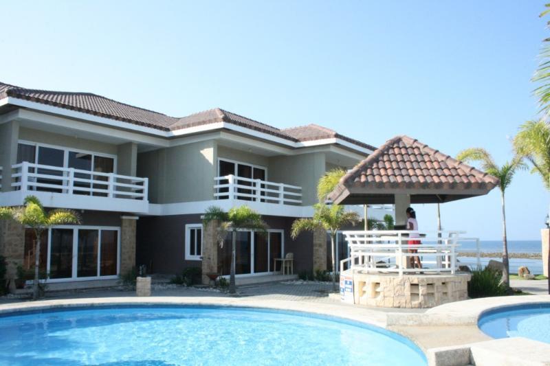 unit-villa (#7) left - BEACH FRONT, Like brand new 4 year old unit- villa - Morong - rentals