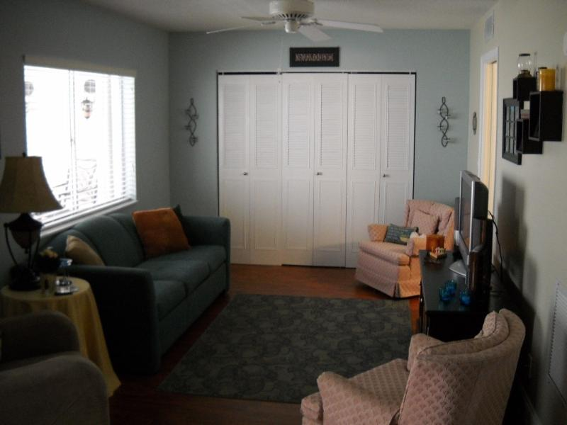 Family Room - Beautifull Apartment for rent. Lake Clarke Gardens - Lake Worth - rentals