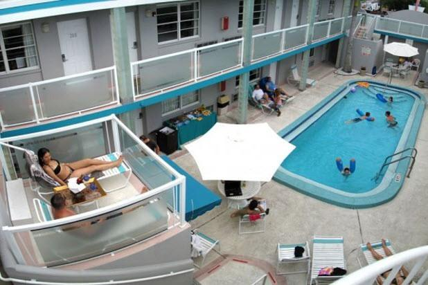 Couples sunning in private  while kids play - Award winning boutique Motel on Clearwater Bch. - Clearwater Beach - rentals