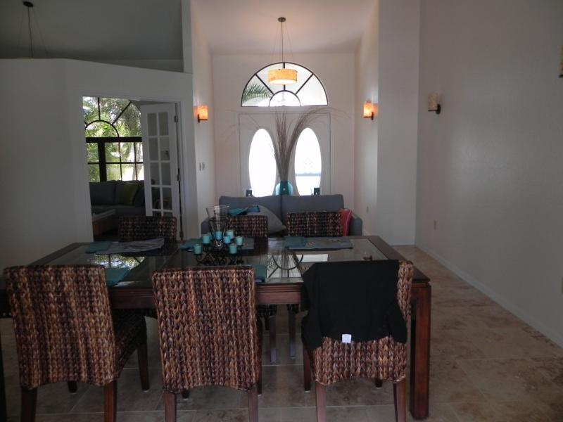 Deluxe accomodations on the water with pool - Image 1 - Port Charlotte - rentals