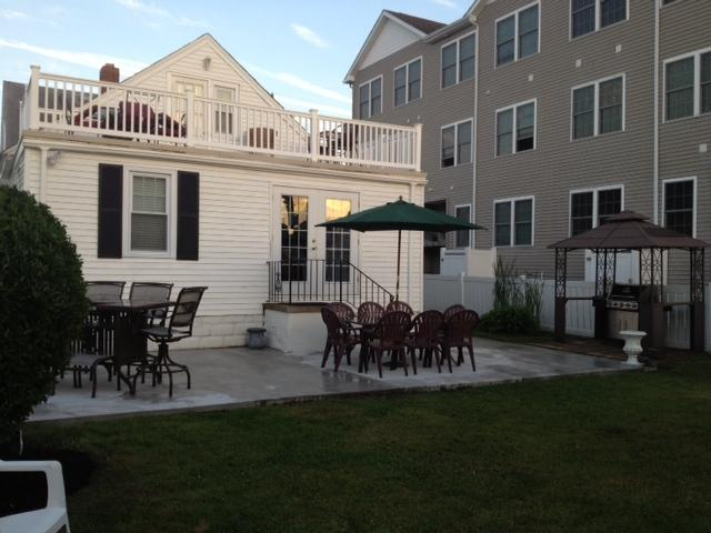 SINGLE BEACH HOUSE 4BR- sleeps 12 - Image 1 - North Wildwood - rentals
