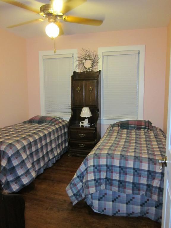 Twin Bedroom - Wildwood Efficiency - close to the Convention Ctr - Wildwood - rentals