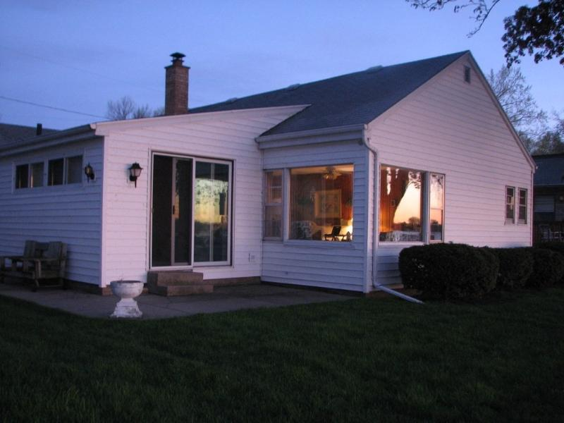 Lakeside view - Lake Front Cottage with great views & fishing - Oshkosh - rentals
