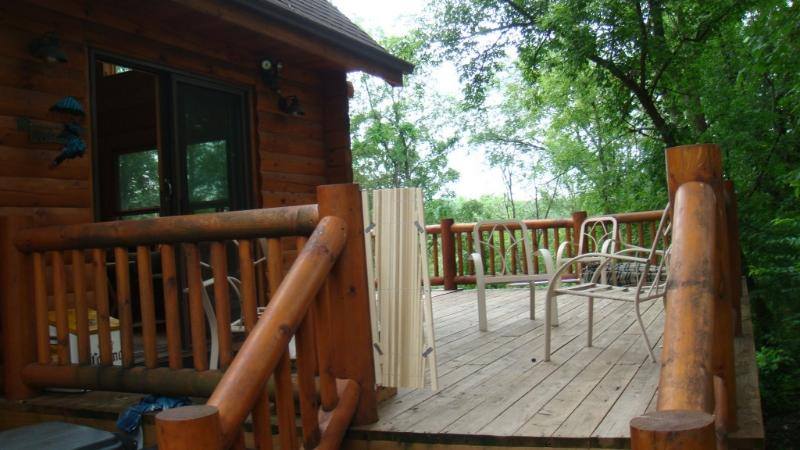 vacation getaway in the woods with lakeviews - Image 1 - Apple River - rentals