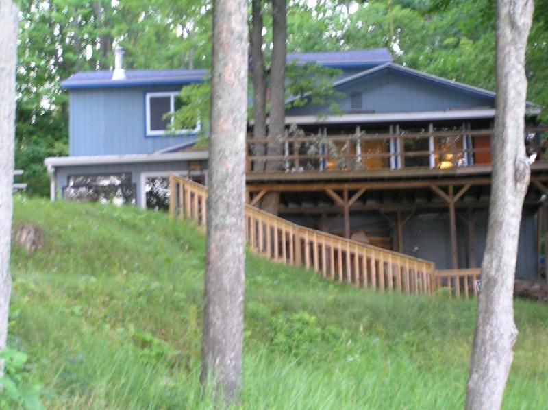 Large Sunrise Lake House with Panoramic Views - Mich. lakefront home- sleeps 12 -spectacular view! - LeRoy - rentals