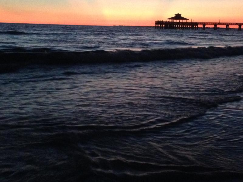 Beautiful sunsets. - LOCATION!! Ft myers beach/Sanibel Island - Fort Myers - rentals