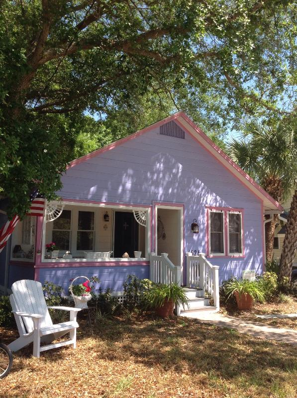 So darn cute, - Old Florida Charm in Downtown Historic Cottage - Sarasota - rentals