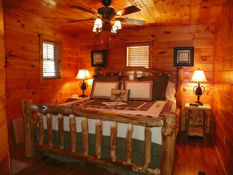 king bedroom with flat screet tv - Private and Secluded Log Cabin in the Smokies - Gatlinburg - rentals