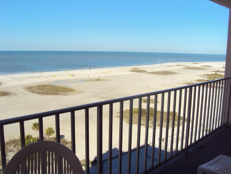 white sandy beach & sounds of the waves - Oceanfront, 2 Bdrm, 2Bath,Gulf Condo,MONTHLY - Treasure Island - rentals