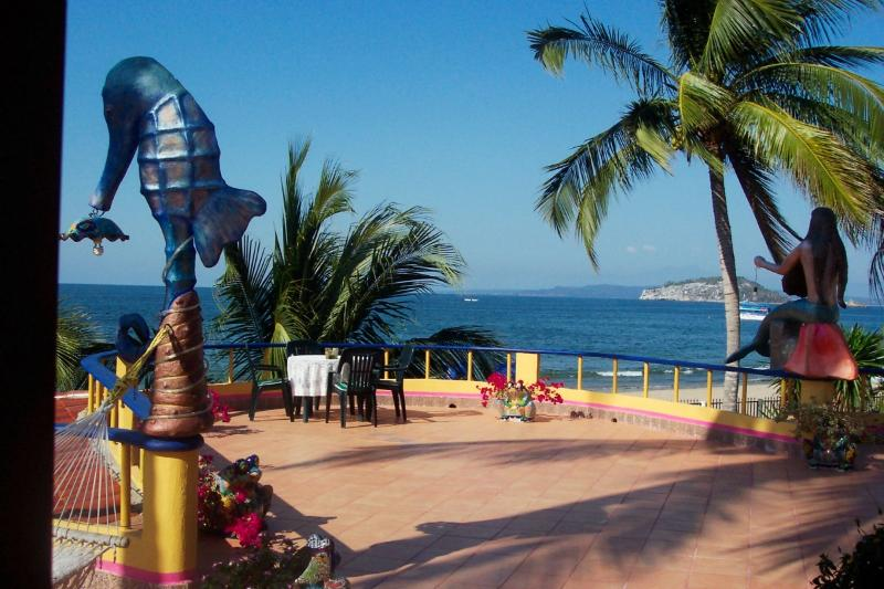 Large Terraza overlooking the ocean - Beachfront Suites - Los Ayala - rentals