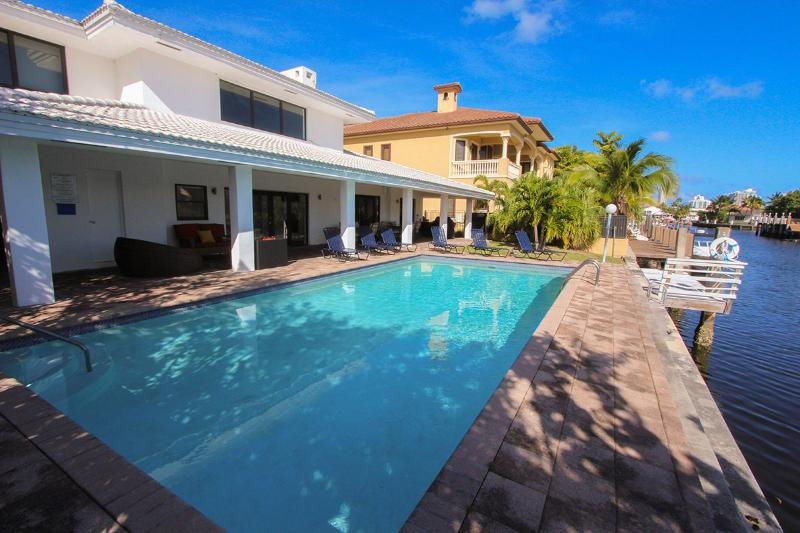 Pool - Miami Beach, DEAL Aug  3.620/wk-Sept  3.320/wk - North Miami Beach - rentals