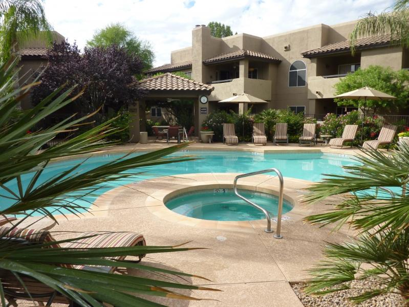 Main pool - Bright 2 Bed, 2 Bath Corner Unit Overlooking Pool - Scottsdale - rentals