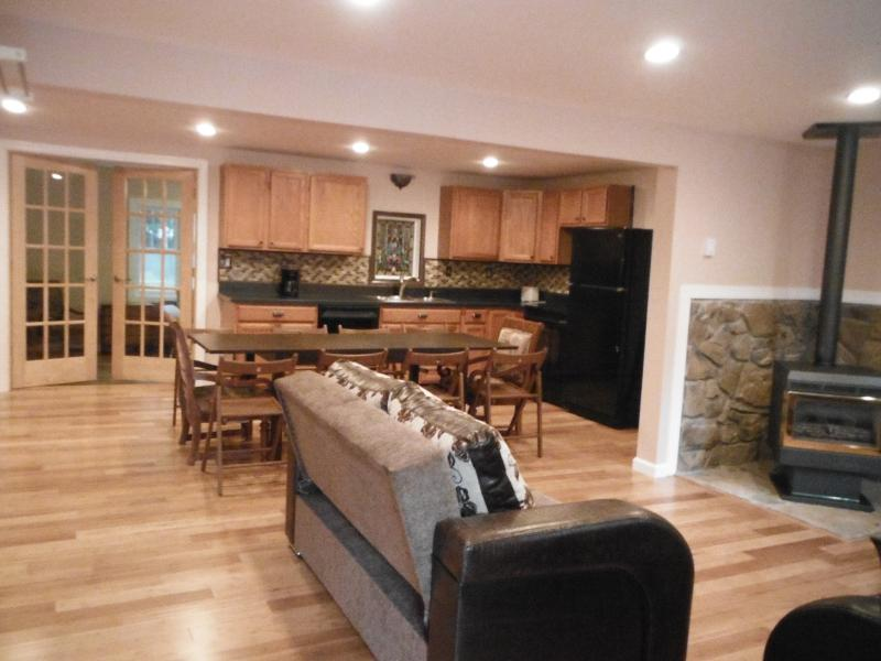 living-kitchen -dinning - COZY, ALL BRAND NEW, NEW HOT TUB, WALK TO BEACH - Effort - rentals