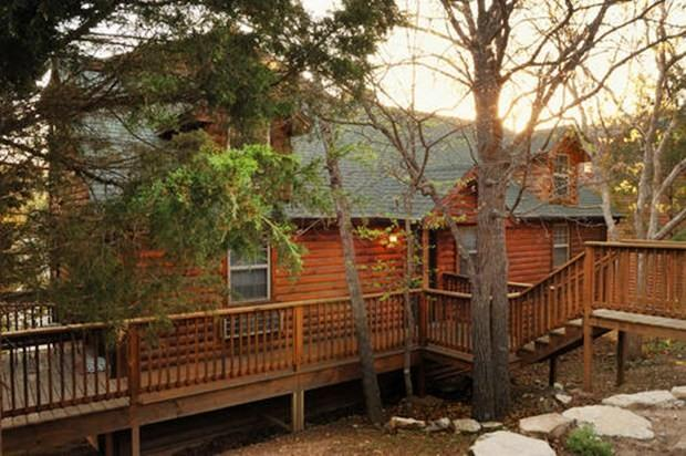 Log 3BR/BA Cabin: 3 Pools and Perfect location - Image 1 - Branson - rentals