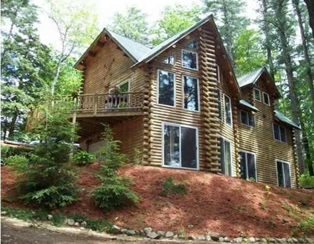 View of the lake side of the house. - 5 Bedroom Lakefront Log Home close to Beaches! - North Berwick - rentals